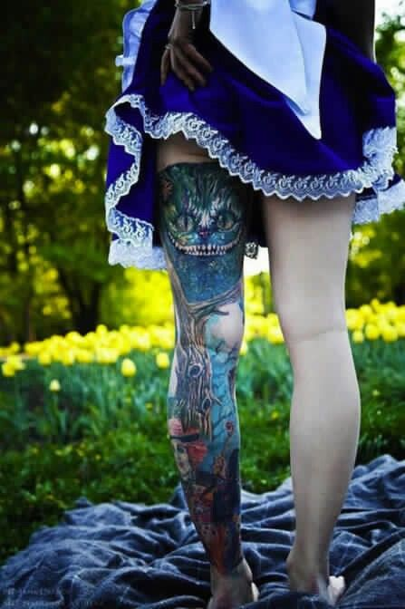 But I'd have to say this by far is my fave Alice in wonderland tattoo rendering  muy bueno