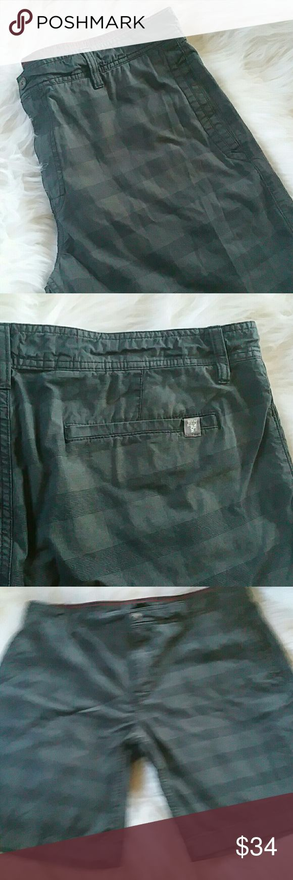 THE NORTH FACE - MEN'S LONG SHORTS Bnwot  Size is 40 Black n gray checkered  Never worn The North Face Shorts
