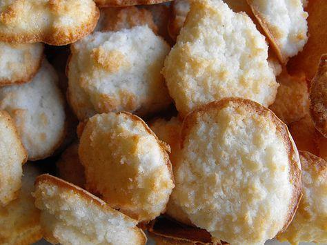 Clarinhas de Côco - Muito fáceis de fazer, estes biscoitos tradicionais que aproveitam claras de ovo