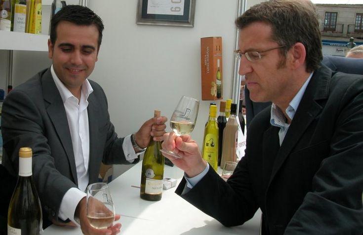 El presidente de Galicia recibe la Medalla de Cofrade Mayor en la feria del vino Monterrei http://www.vinetur.com/2013080913086/el-presidente-de-galicia-recibe-la-medalla-de-honor-en-la-feria-del-vino-monterrei.html