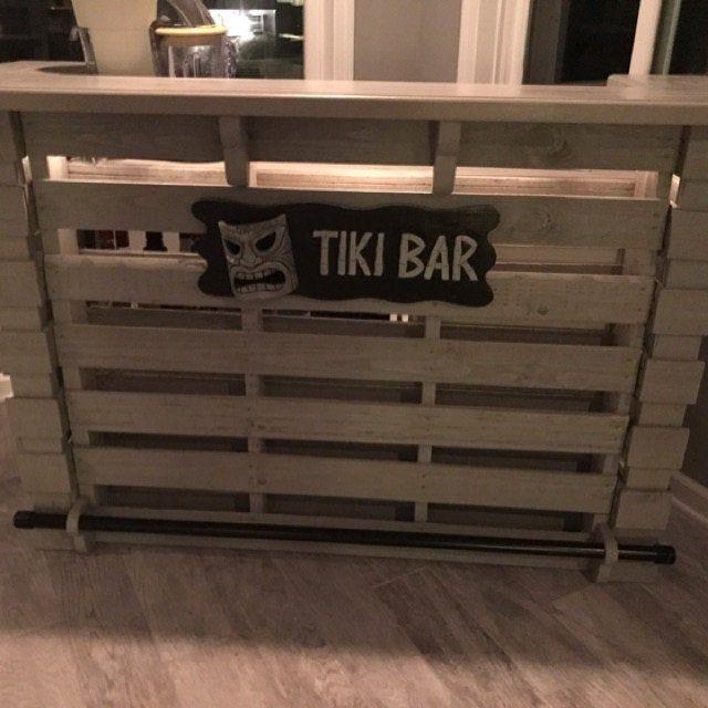 The Kona Pallet Bar Tiki Bar Holiday Super Sale The Etsy En 2020 Bar En Bois De Palettes Tiki Bar Bars Tiki