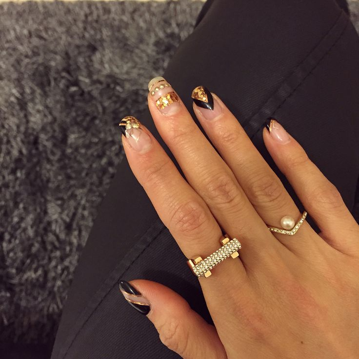 Vita Fede and black and rose gold nails❤️