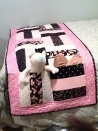 Wasn't sure whether to put this under quilts or decorating :)  Cute idea.