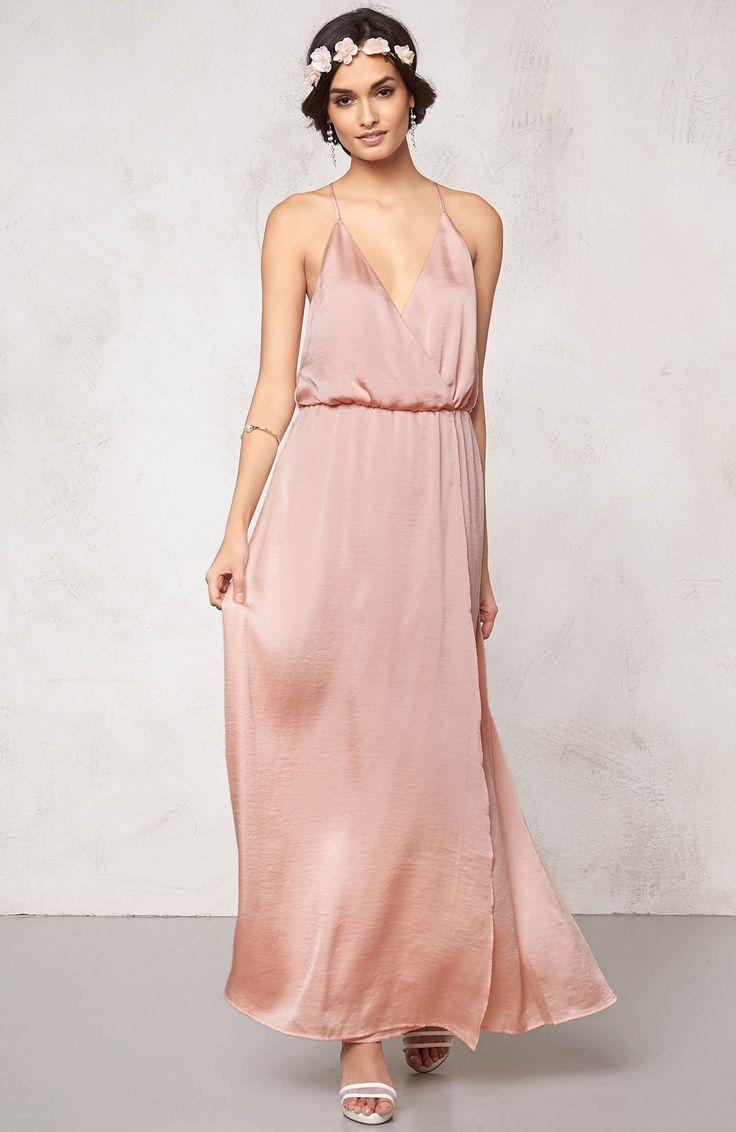 Przepiękna, długa sukienka marki Make Way. Miękka, lejąca się tkanina. Idealna na wiosenne i letnie imprezy. 219 zł na http://www.halens.pl/moda-damska-sukienki-5818/sukienka-516424?imageId=386148&variantId=516424-0100