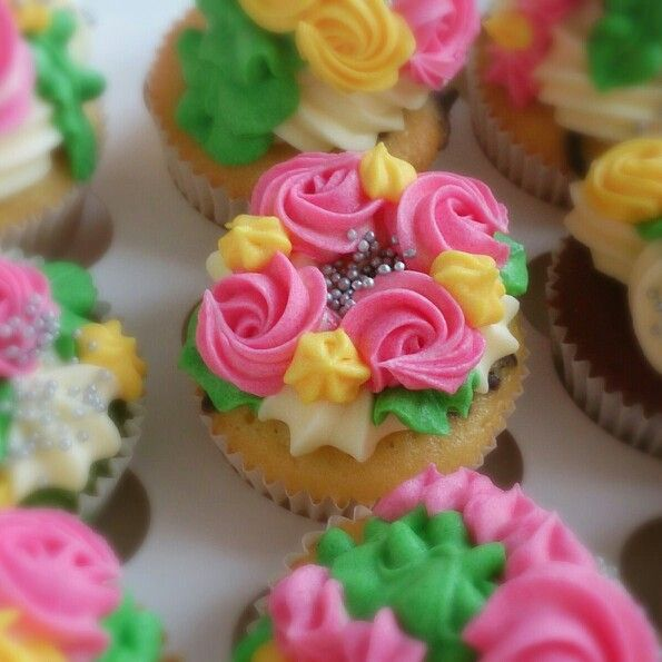 #Cupcakes, #designer cupcakes, #spread a little love, #decorating