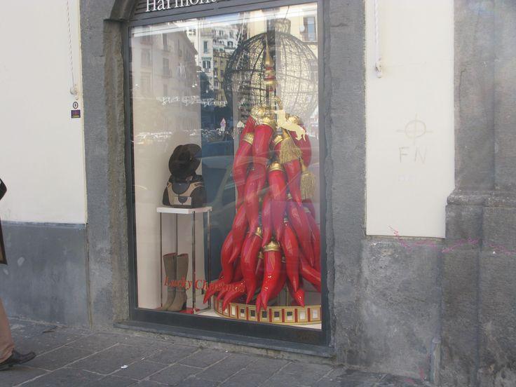napoli - piazza dei martiri, il corno è tradizione