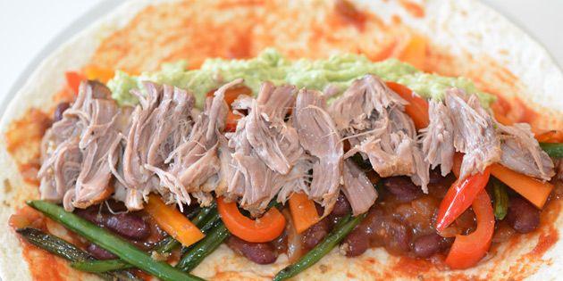 Carnitas er den mexicanske udgave af pulled pork, og det møre kød smager helt fantastisk i denne krydrede variant.
