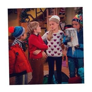 Mace Coronel (macecoronel): Hey guys thanks for tuning in for Santa Hunters last night But it's not over yet! Tune in for a new #NRDD tonight at 8:30/5:30 ✌️ And figure out why I'm holding the mailbox @nickelodeontv