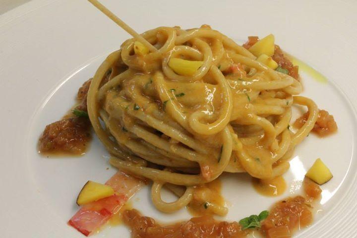 Spaghetti con cotto e crudo di gamberi rossi e chutney di pesche #cucinaaprogettogastronomico @cucinaaprogettogastronomico