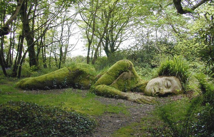 This is so incred!  Someday....Lost Gardens, Moss Art, Gardens Sculpture, Mothers Nature, Garden Sculptures, Mother Earth, Mother Nature, Cornwall England, Botanical Gardens
