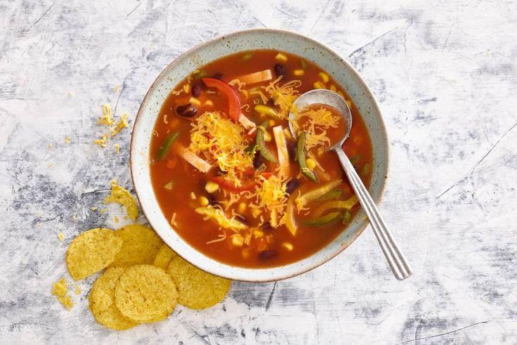 Tomatensoep op z'n Mexicaans met paprika, mais en bonen. - Recept - Allerhande