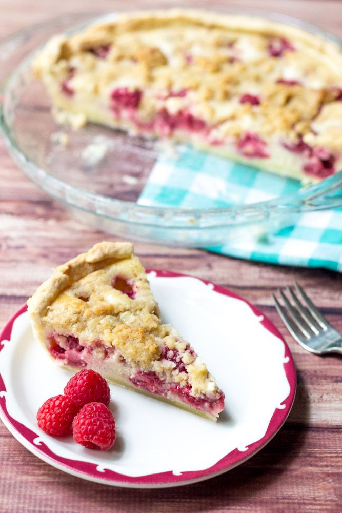 Raspberries & Cream Pie - the ideal pie for late summer! | stetted