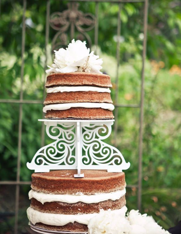 5 Simple Yet Glamorous Wedding Cakes
