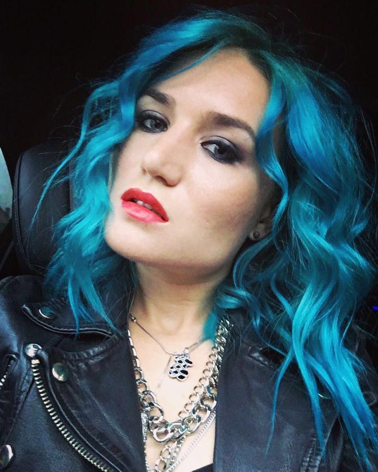 #окрашивание #элюмин на светлой базе в #бирюзовыйцвет... Это круто!) #парикмахер #стрижка #шатушь #омбре #окрашивание #goldwell  #красота #волосы #рюминвладимир #элюминирование