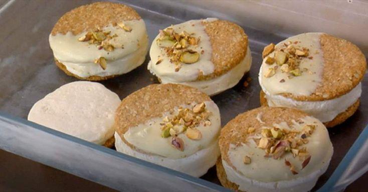 Prepara un refrescante sandwich helado de leche condensada y galletaa. Un postre helado casero...¡para chuparse los dedos!  Descubre más en Nestlé Cocina.