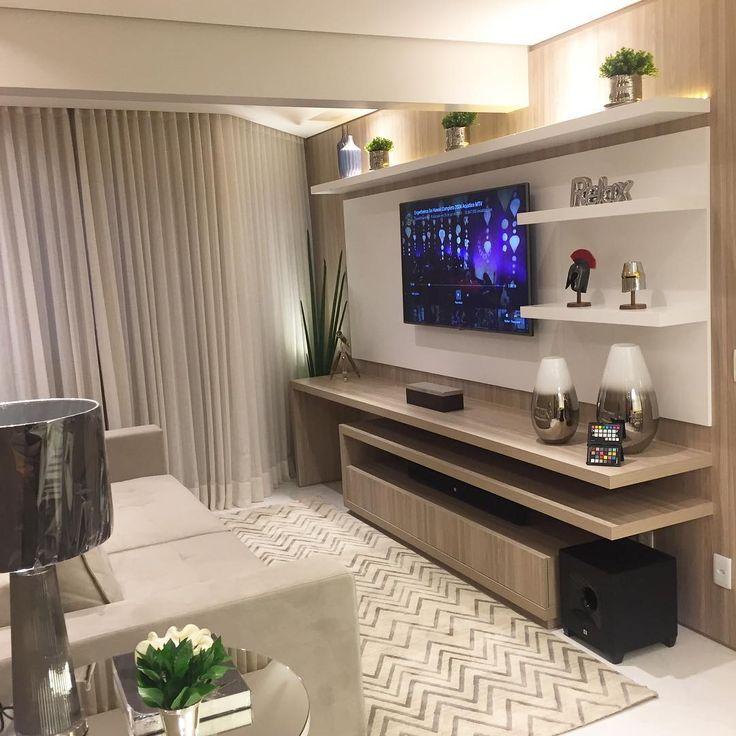 """Karina Rocha no Instagram: """"Hoje foi dia de produção nesse lindo apartamento , aonde tons claros com contraste do amadeirado para dar um toque de aconchego no living …"""""""
