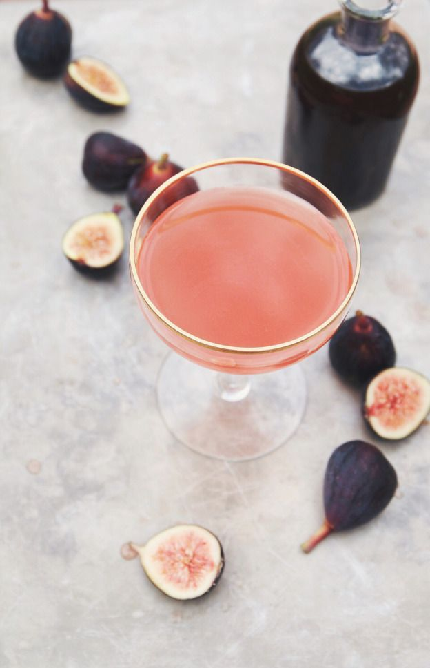Fig and thyme rum cocktail//