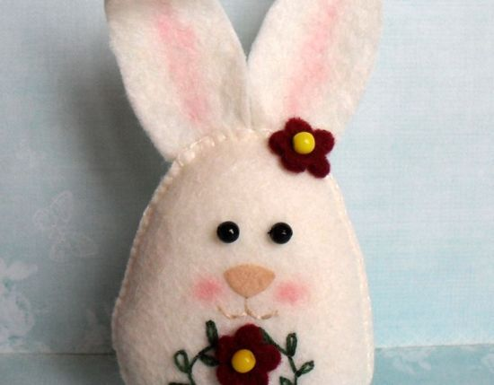 44 best easter sewing projects images on pinterest easter crafts sew a pretty easter rabbit a free video and step by step diy negle Image collections