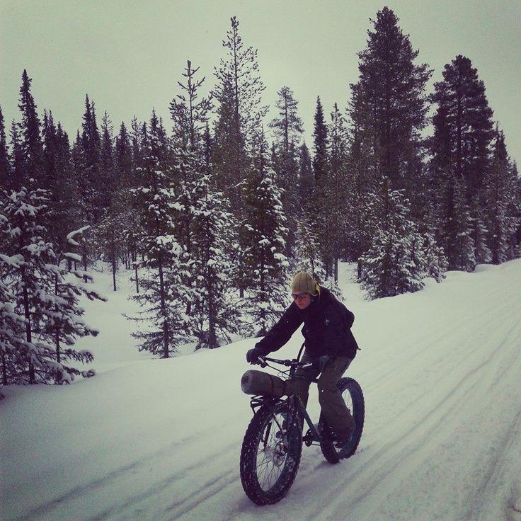 Sergio y Amelia en Laponica con Fat bikes y Old Man Mountain Sherpa Phat