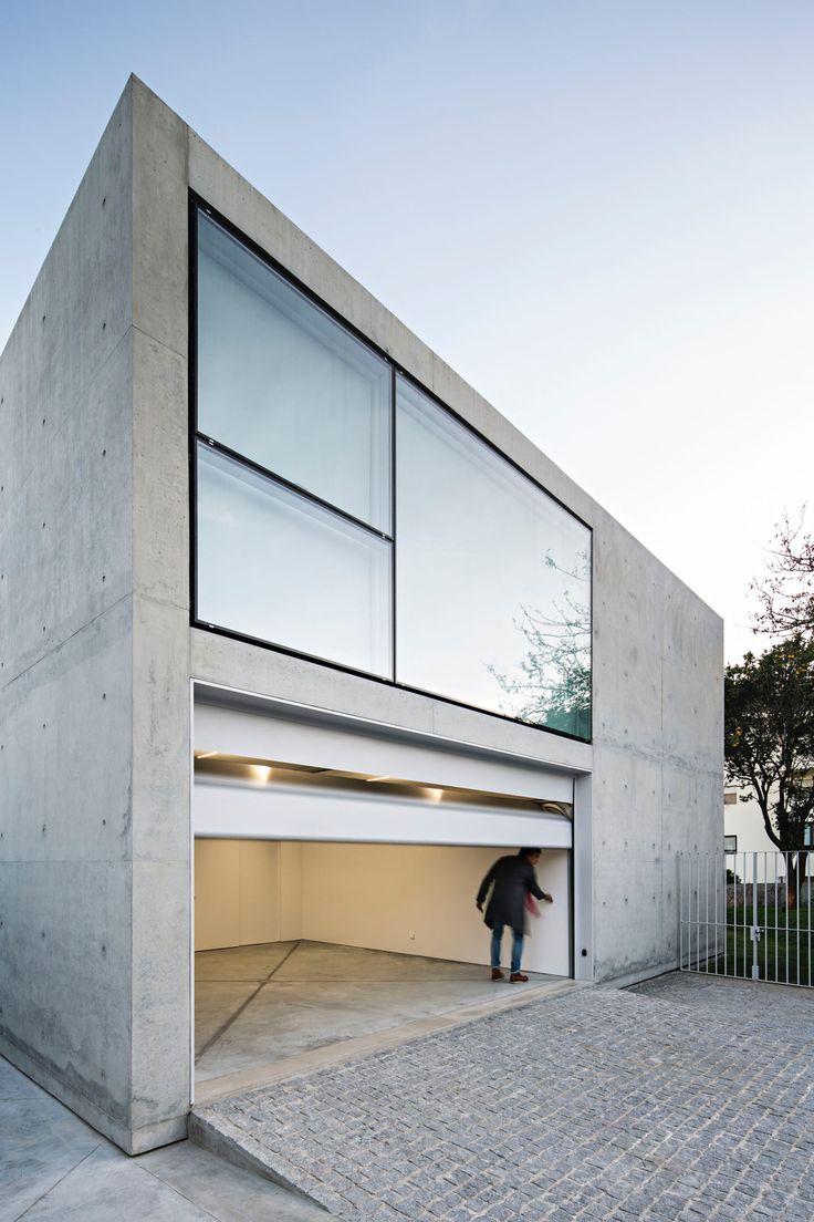 Modern living in Porto – Detached house on the Serralves Park of João Vieira de Campos