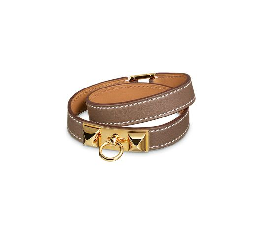 "Rivale Double Tour Hermes leather bracelet (size S) Taupe swift calfskin<br /><br />Gold plated hardware, double tour, 14"" long, 2.25"" diameter, 0.7"" wide, 6.7"" circumference.<br />"