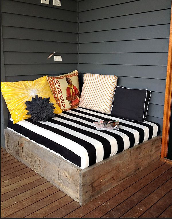 diy outdoor day bed. wish i had enough space for this. Would be great to watch kids play or read!!