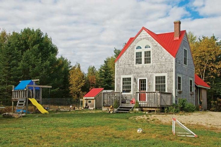 A family of four lives well in a small, elegant home built for $55,000 in Maine.
