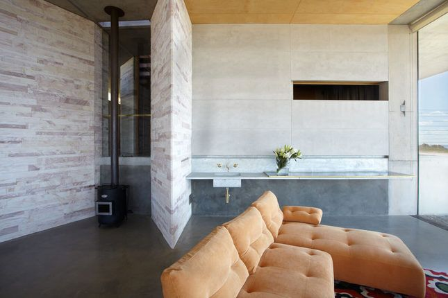 ANGEL WING - Contemporary Hotels, a Bowenfels House | Stayz