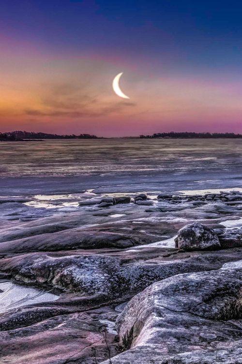 ✯ Morning Moon - Finland