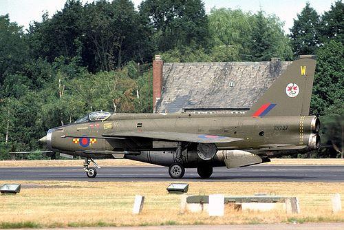 RAF 92 Squadron English Electric Lightning F.2A XN727/W (1975)