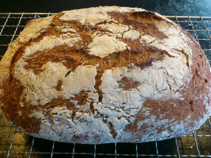 Bedre brød finnes ikke! Brød stekt i leirgryte er toppen! Ønsk deg en Römertopf/Schlemmetopf til jul;-) 1 stk. supergodt brød Stekeov...