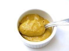 Медово-горчичный соус - 1 чайная ложка меда 3 ст. ложки оливкового масла 1 ст. ложка лимонного сока 1 чайная ложка готовой горчицы 1 чайная ложка свежемолотого свежего имбиря.  Пикантный соус к мясным и рыбным блюдам
