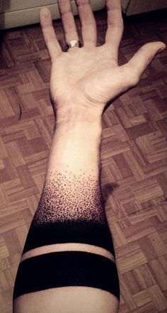 I dont like a lot of geometric tattoos but simple solid arms bands and the fading dot pattern is definitely something i could do, maybe leading into a design or something?