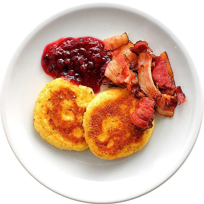 Potatisbullar med bacon och lingon - Tested and approved of. Enkelt och gott. Potatisbullarna håller ihop fint.