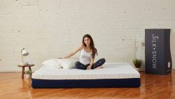 Meet Silk + Snow: a premium foam mattress company that uses the science of silver to keep your bed clean. The mattress ships in a box directly to your home with a 100 night risk free trial.