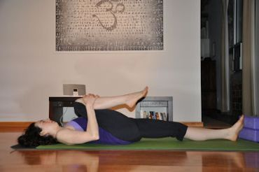 The Best After-Dinner Stretches for Thanksgiving Day | SparkPeople