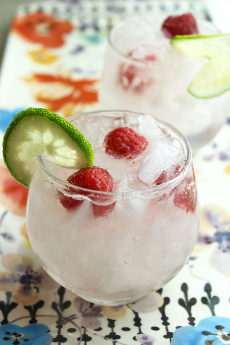 Ready for the weekend? This fresh raspberry margarita is the perfect addition to any party!