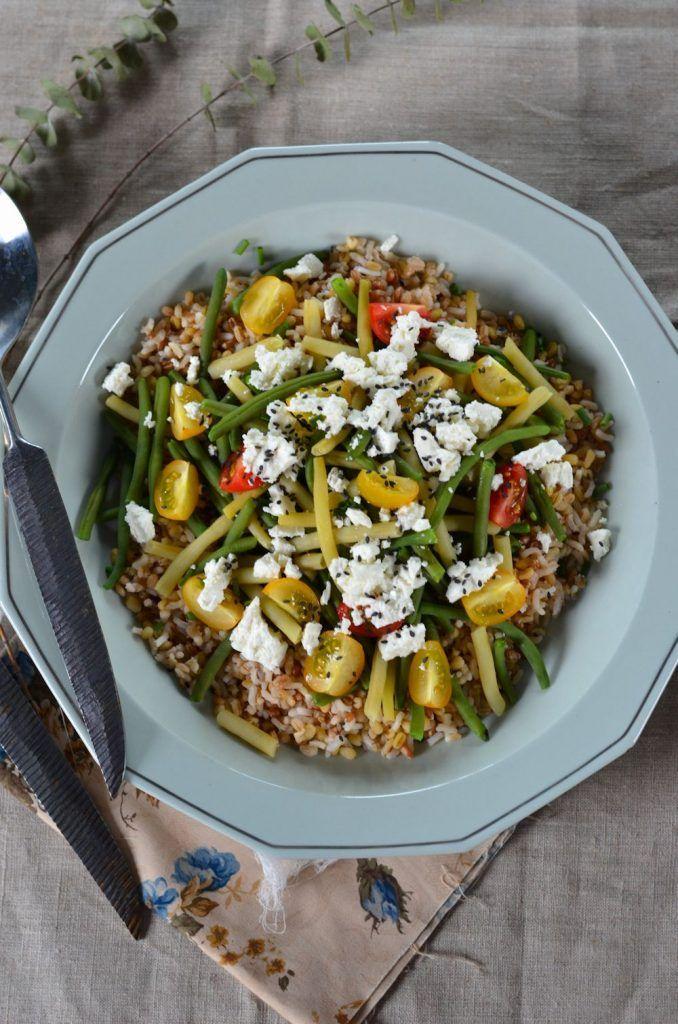 Salade de haricots verts, haricots beurres, tomate, feta et céréales {recette végétarienne}