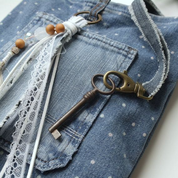 Perfect casual mesenger bag for this summer.It will finish your outfit when you visit a #festival ! Includes a keychain inside,  bag closes with a push button.  Size : 20 / ... #denim #jeans #indigo #dots #ibiza #boho #feathers #hippie