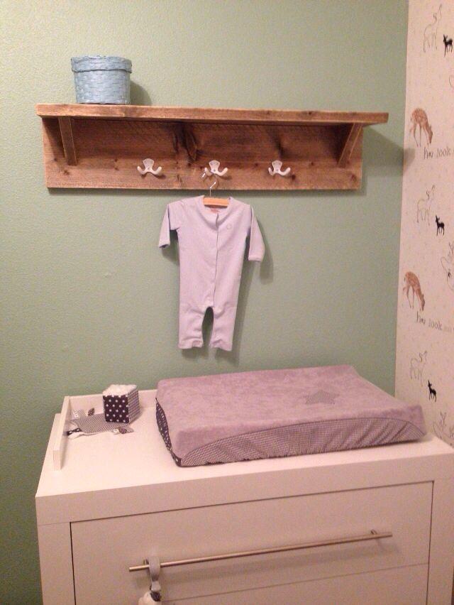 Diy wandplank babykamer nursery voor boven de commode