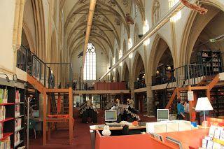 Bibliotheek in kerk
