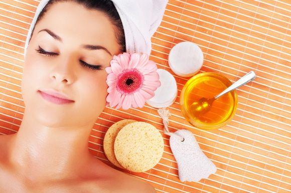 Cercate un prodotto che vi illumini il viso? Provate con una maschera a base di miele e banane fai da te! http://www.mitrucco.it/illumina-il-viso-con-la-crema-fai-da-te/