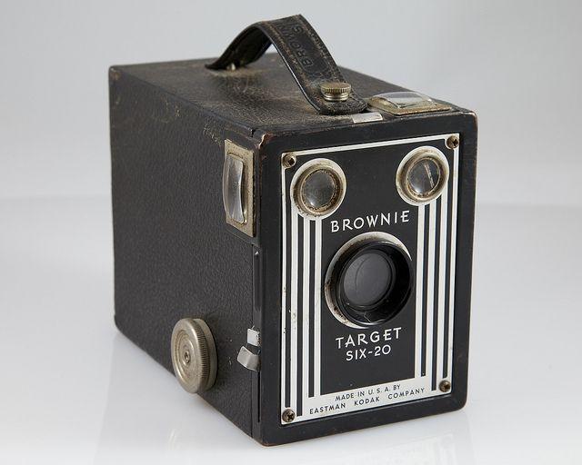 Kodak Brownie Target SIX-20, Art Decó, 1946.