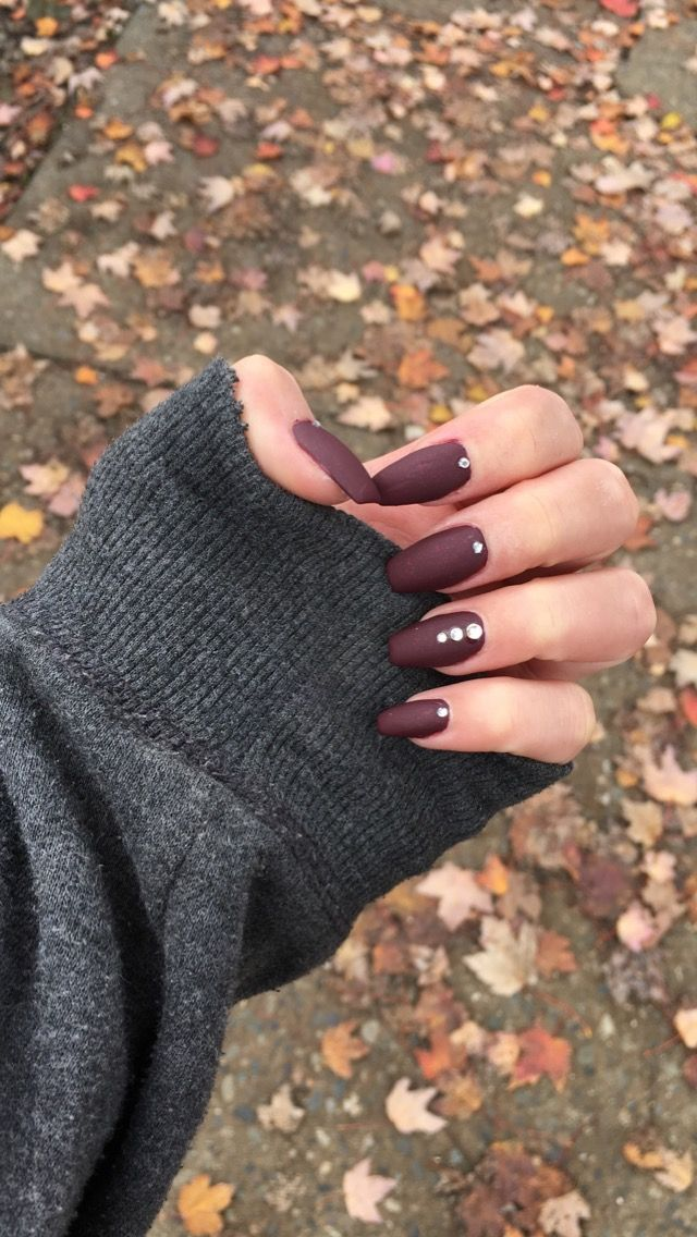 Burgundy maroon coffin nails