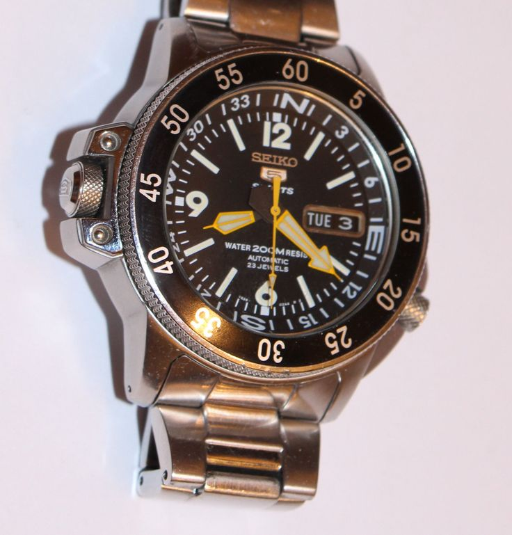 MENS 200M SEIKO 5 SPORTS WATCH  23 JEWEL AUTOMATIC BLACK DIAL COMPASS RING