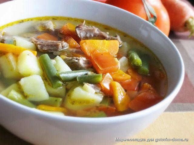 Суп с говядиной, стручковой фасолью и помидорами