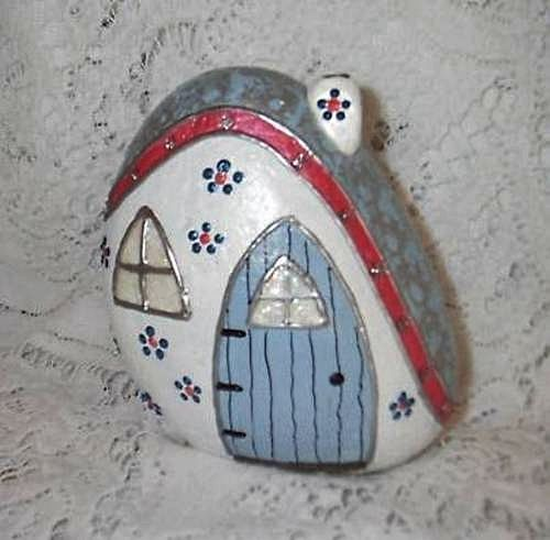 Fairy House Painted River Rock by Elsie Smith (Sweet2Spicy, via Flickr)