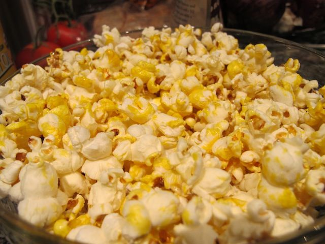 A replacement for my beloved microwave popcorn? (which I know is like death in a bag ...)  Food Babe's Superfood Popcorn:  ¼ cup dry popcorn kernels 1 and ½ teaspoon coconut oil 2 tsp red palm oil 1 tbsp hempseed ground ¼ tsp celtic sea salt