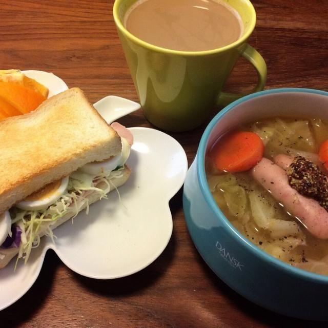今日のブランチ♪(´ε` ) 冷蔵庫整理したくて、サンドイッチ詰め込み過ぎになってしまった(笑) ポトフは昨日の残り〜 - 38件のもぐもぐ - はみ出しハム卵サンド、簡単なんちゃってポトフ 2015.2.8 by kirahime