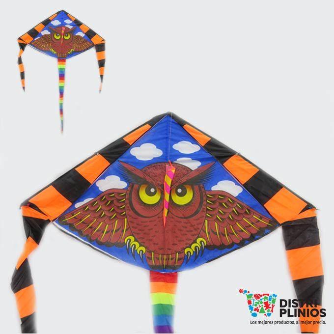 Cometa Con El Dibujo De Un Búho Grande Divertida cometa con el dibujo de un búho , se vende mínimo 6 unidades, ideal para la temporada de agosto. Medidas Alto 72 cms Largo: 130 cms cola 130cms de larga Para ventas al por mayor comuníquese al 320 3083208 o al 3423674 en Bogotá